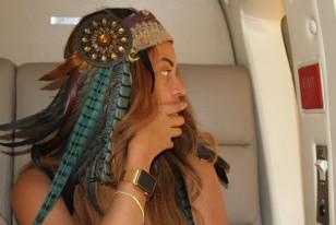 Beyoncé Knowles-Carter wears a gold Apple Watch