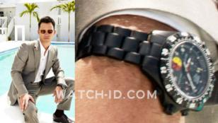 Jeffrey Donovan (as Michael Westen) wears a Chase-Durer SF 1000XL UDT watch in B