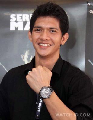 Iko Uwais showing off his Hamilton Khaki Automatic X-Mach watch at an event for