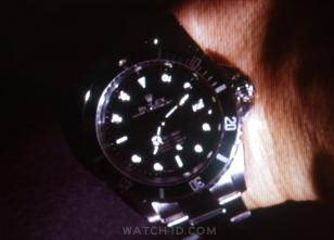 Kiefer Sutherland (as Jack Bauer) looks at his Rolex Submariner watch in 24, Epi