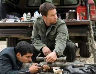 Mark Wahlberg wearing the Suunto Vector watch in Shooter