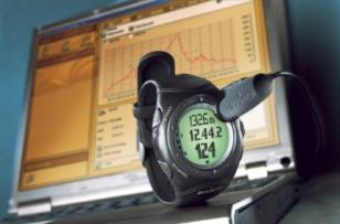 The Suunto X6HR can be connected to a PC to store and analyze data