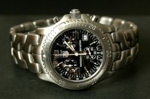A TAG Heuer Link Chronograph from 2001, the same model as seen in three Bourne movies