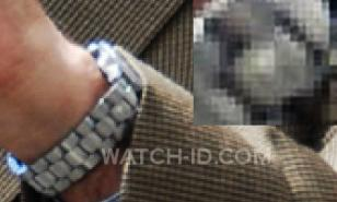 On this photo we can just see a little embossed detail on the bracelet, which co