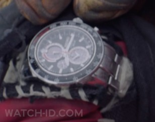 Mads Mikkelsen wears a Seiko Sportura Solar Chronograph watch in the movie Arctic (2019).