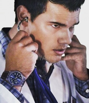 Taylor Lautner wears a Swatch Daily Friend watch in Season 2 of Scream Queens.