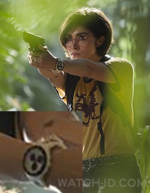 Daniella Pineda wears a Swatch Piste Noire SUSW407 watch in Jurassic World Fallen Kingdom.