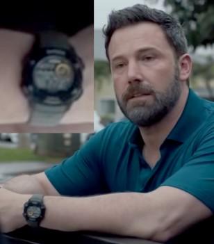 Ben Affleck wears a Timex T499759J watch in the Netflix film Triple Frontier.